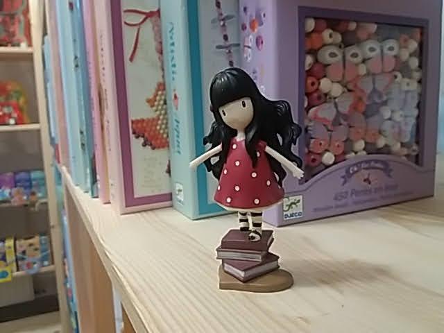 Aranyos kislány játékfigura!