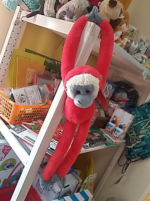 Hosszú karú lógó majom plüss többféle színben!